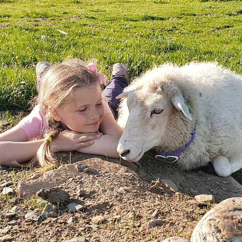 Nilia et Odlaug: amies pour la vie.